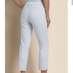 Soft Surroundings white stretch pull on capris MP
